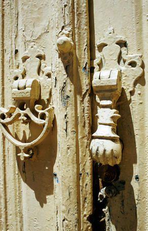 Old door knockers - Esfahan IranSouvenirs du coeur
