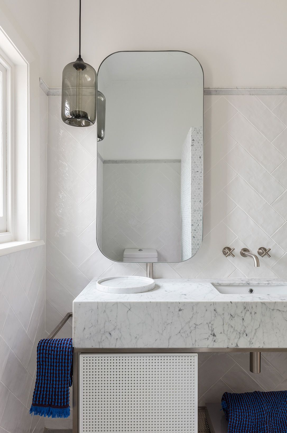 Hooper House Arent Pyke Modern Bathroom Vanity Lighting