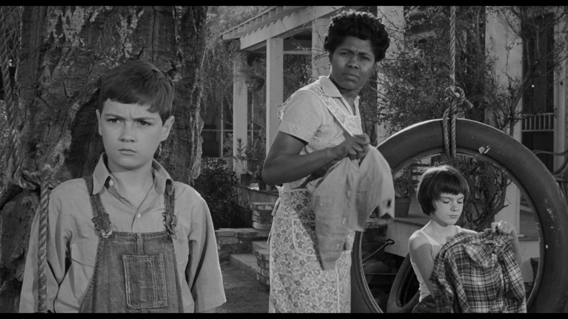 to kill a mockingbird jem and Throughout the story, jem finch's character, becomes braver and more courageous there were 4 very evident sections of the story in which jem's character participates in an act of bravery, or watches others preform a courageous act, changing the way jem views bravery 1 dill dares jem to touch the.