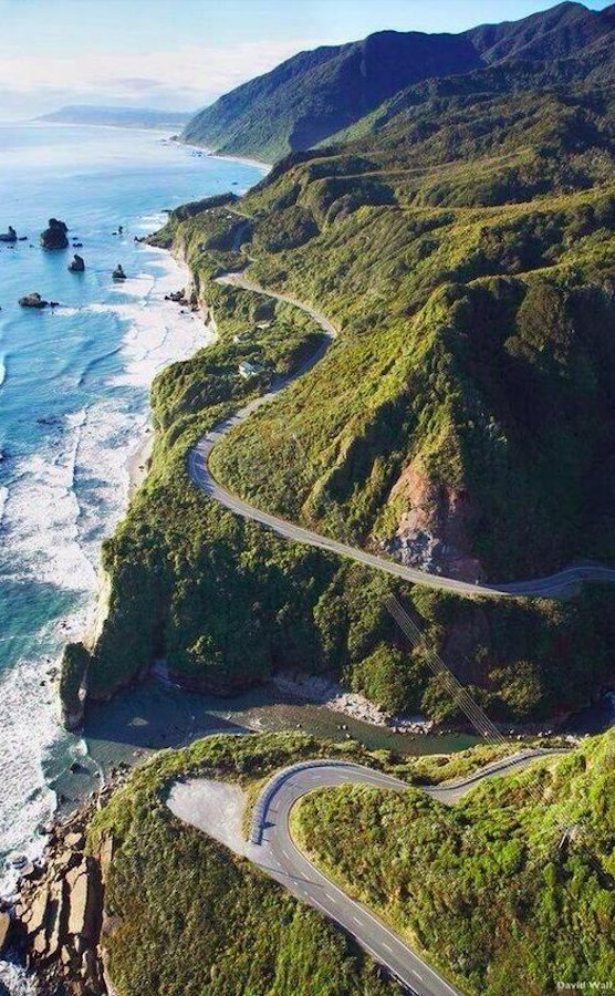 State Highway Six at Ten Mile Creek north of Greymouth on the west coast of South Island, New Zealand • photo: David Wall / Alamy