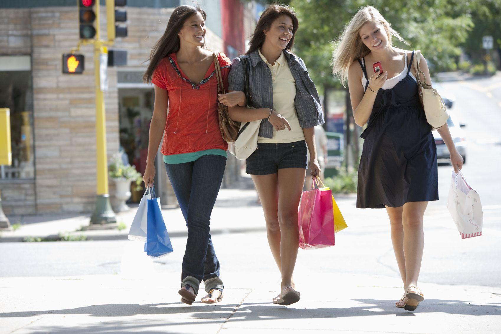 sleeping-walking-teen-girls
