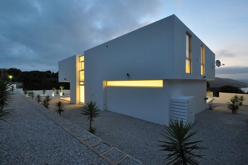 Maison contemporaine blanche avec un intérieur design Architecture