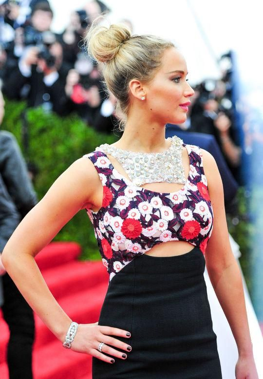 • Jennifer Lawrence's messy bun at the Met Gala •