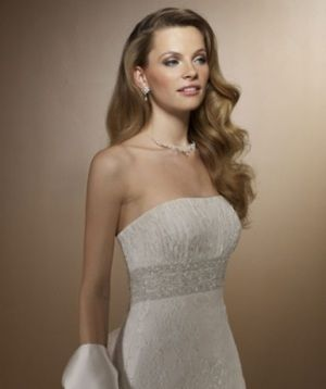 Tips What Kind Of Jewelry To Wear With A Strapless Wedding Dress
