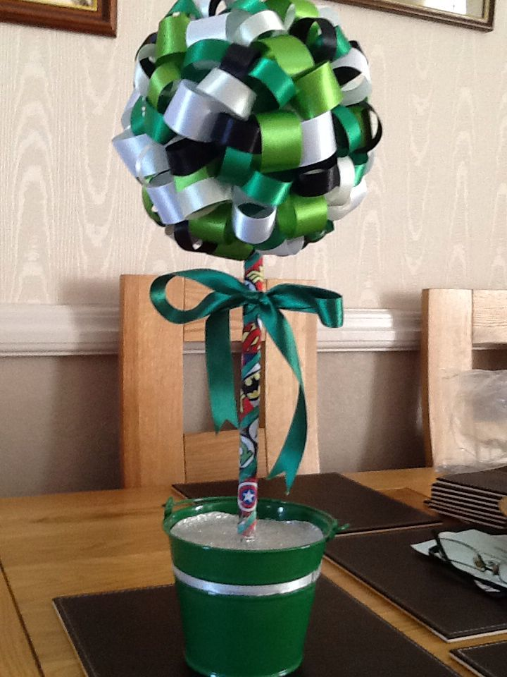 Green lantern themed tree