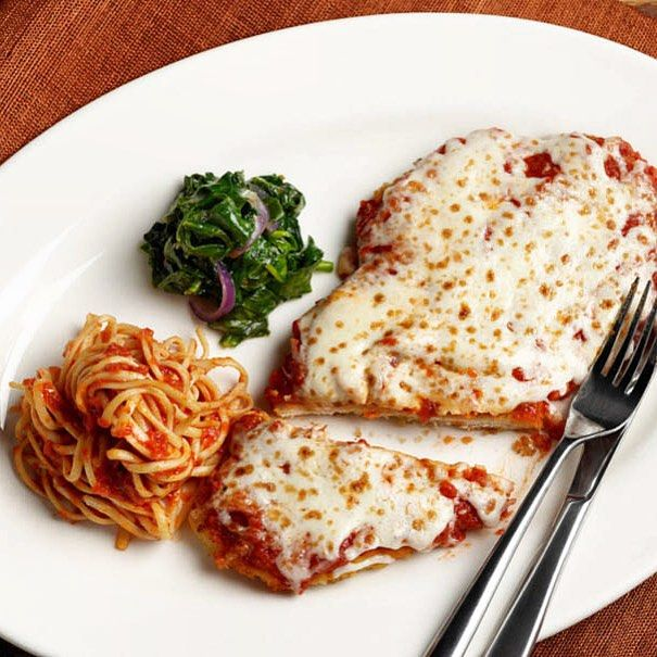 Feeling a little #Italian this evening? We recommend our Chicken Parmesan: Hand breaded, pan fried chicken breast accompanied by linguini and sautéed spinach, topped with home-made marinara and smoked mozzarella. #coppercanyongrill #md #foodie #foodstagram #onthetable #eeeeeats