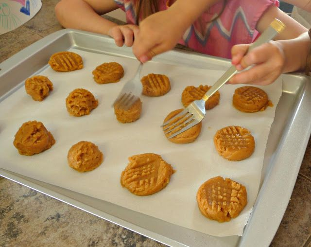 3 ingredient peanut butter cookies (gluten free!)