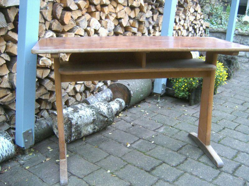 Schultisch antik  Alter Schultisch | Ferienwohnung und Schule