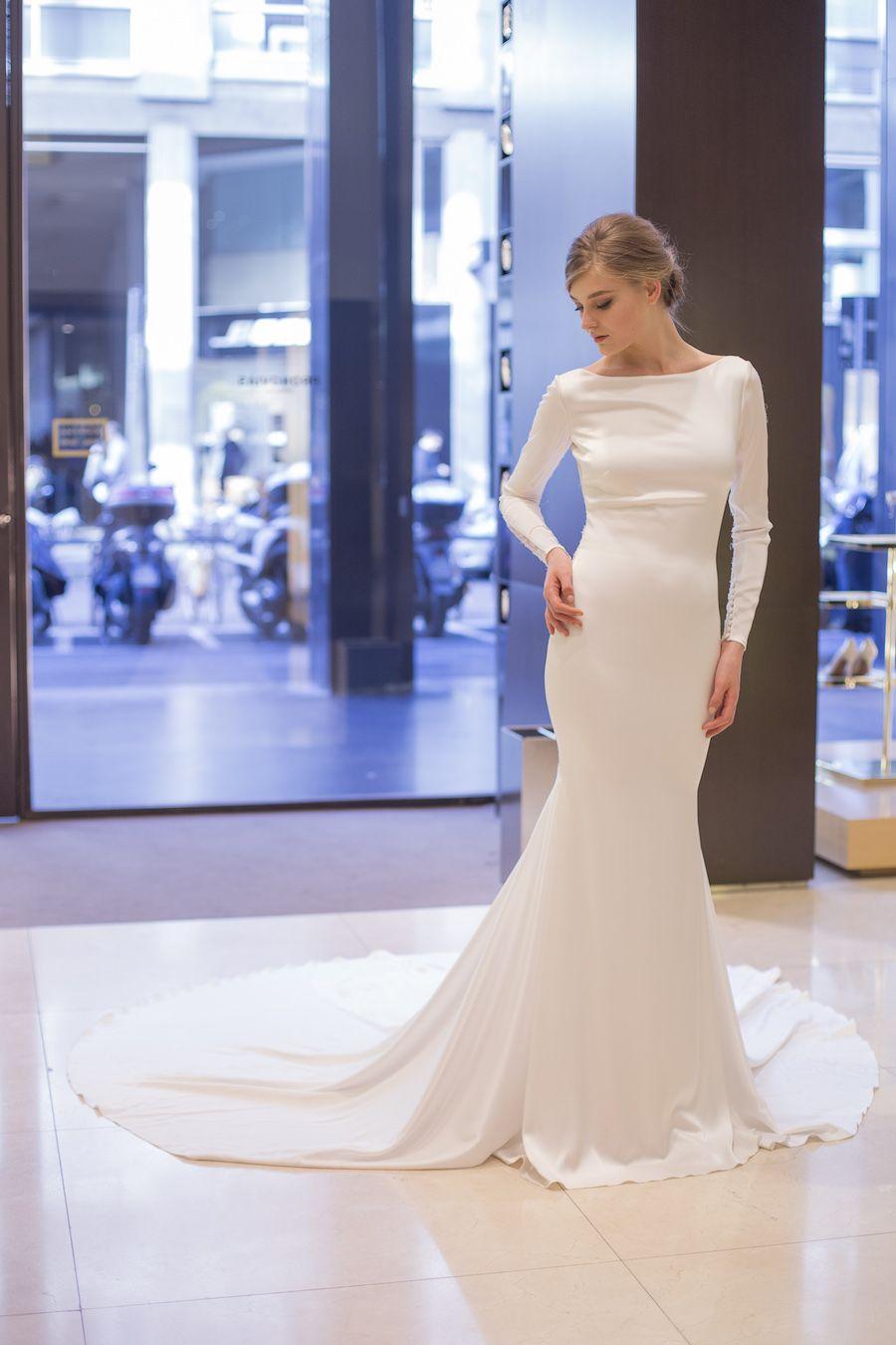 Pochi giorni fa Pronovias ha presentato le pre-collezioni sposa 2018 al  flagship store di Milano  io naturalmente non potevo mancare! 81a456f95b0