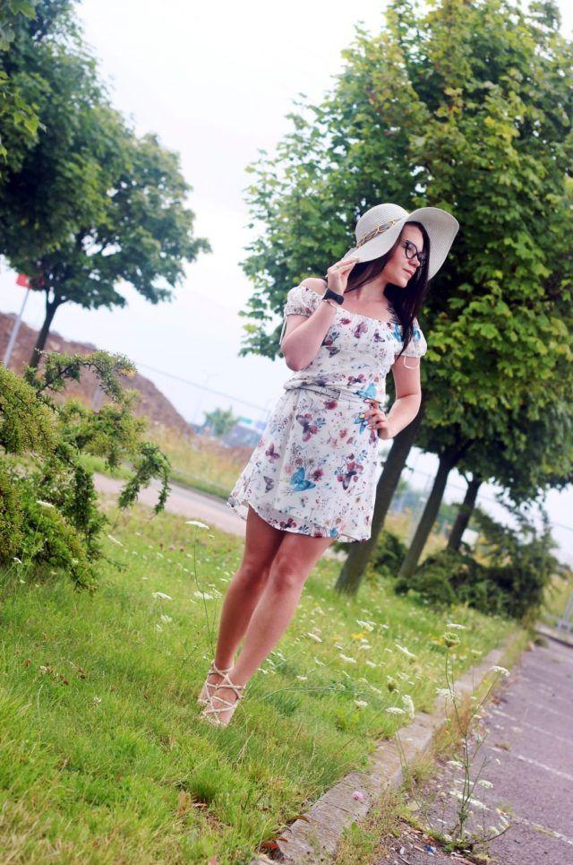 Letnia Stylizacja Na Urlop W Cieple Kraje Fashion Graduation Dress Dresses