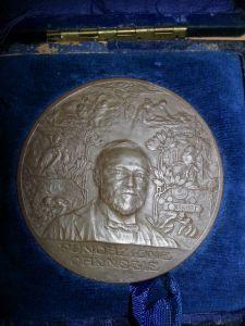 Wer kann mehr zu dieser Medaille Fondazione Carnegie sagen?   http://sammler.com/medaillen/#Mails
