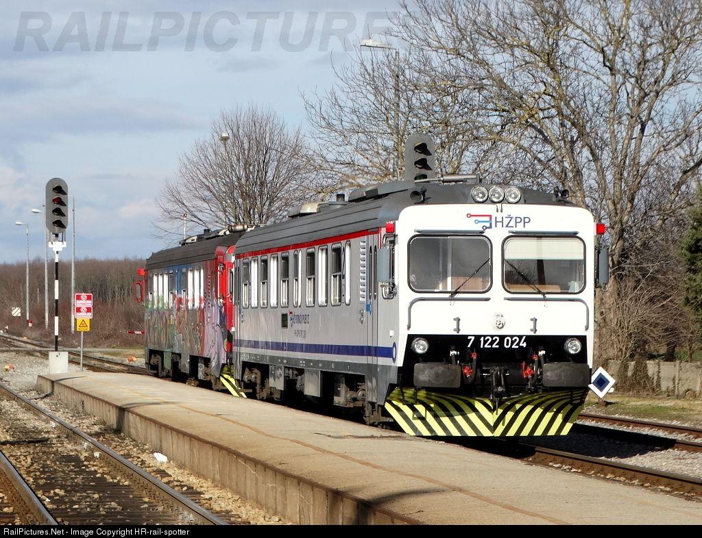 7122 024 Hz Hrvatske Zeljeznice 7122 At Klostar Croatia By Hr Rail Spotter Train Croatia Croatian
