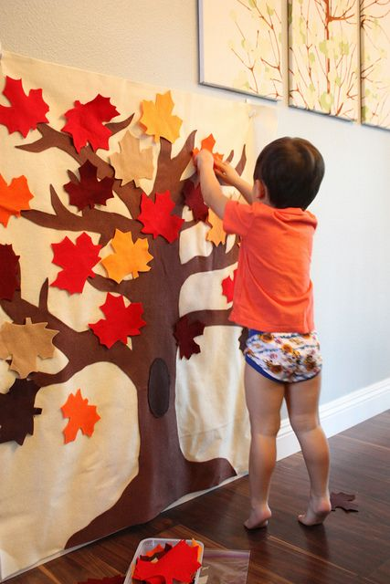 DIY Fall Felt Play Board  Everybody makes a new leaf each Thanksgiving. #fallcraftsfortoddlers
