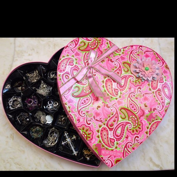 Turned my Valentines Day candy box into a jewelry box :) mindy671 ...