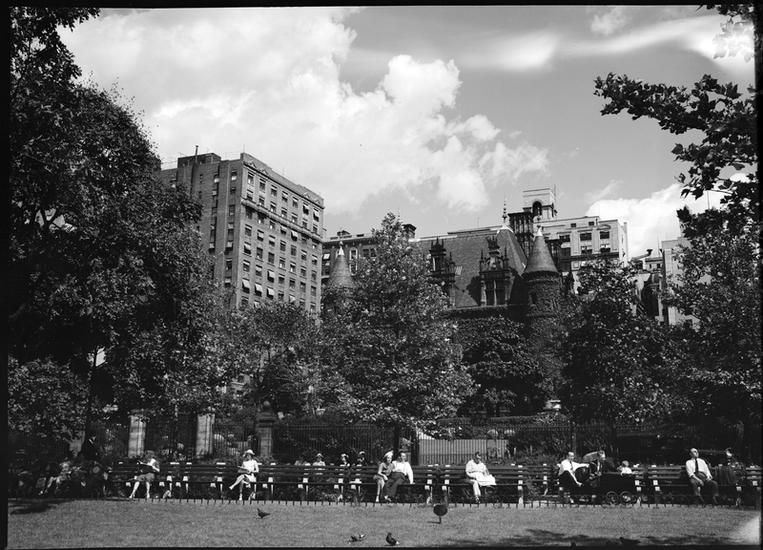 [Riverside Park, Schwab residence and apartment houses.]