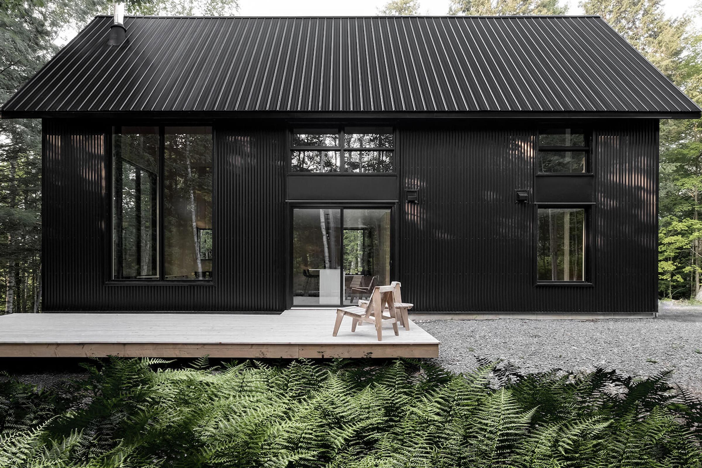 Best Matte Black Chalet In Quebec Woodlands With Images Black House Exterior House Designs 640 x 480