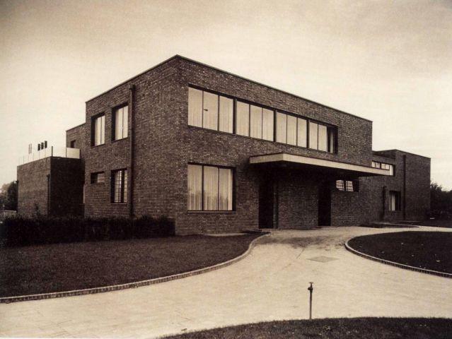 Haus lange ansicht nordosten 1930 mies van der rohe pinterest architektur bauhaus - Klassische moderne architektur ...