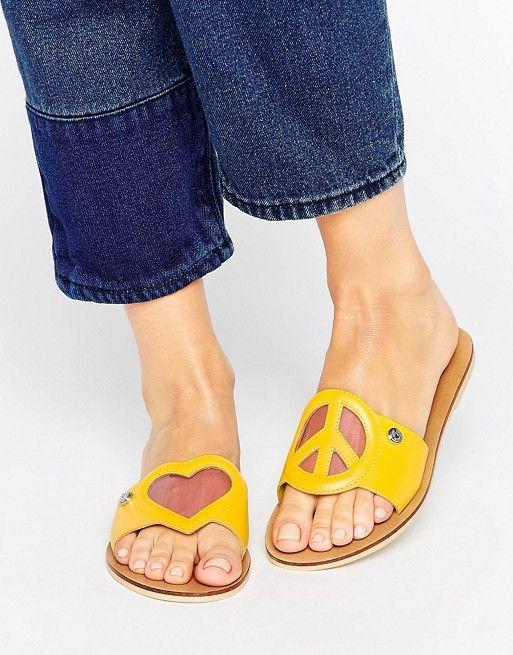 72a0c35cbd0 Sandalias con detalle de corazón de Love Moschino