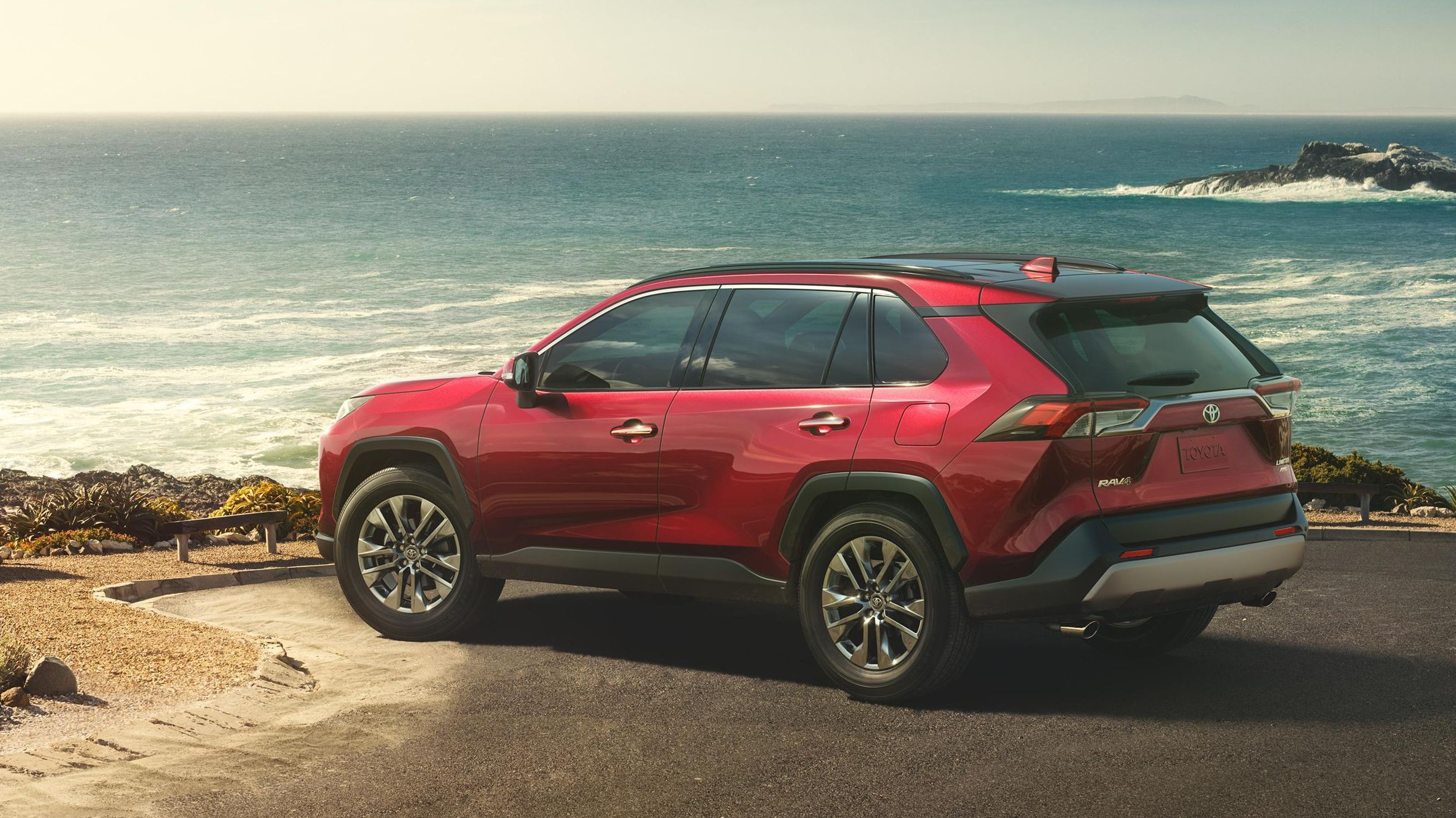 87fa6a2929 2019 Toyota RAV4 SUV makes NY debut with trick AWD and fresh tech ...