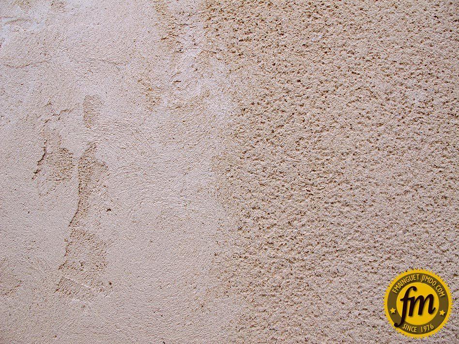 A gauche enduit brut et à droite finition gratté de l\u0027enduit - Enduire Un Mur Exterieur En Parpaing