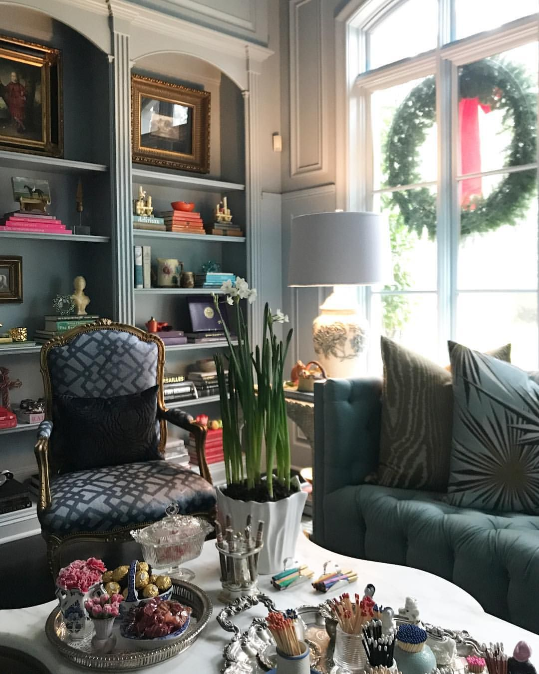 118 Likes 6 Comments Boxwood Interiors Boxwoodinteriors On Instagram Snuggly Sunday December Mornings Eightdaysuntilchristma With Images Interior Home Decor Decor