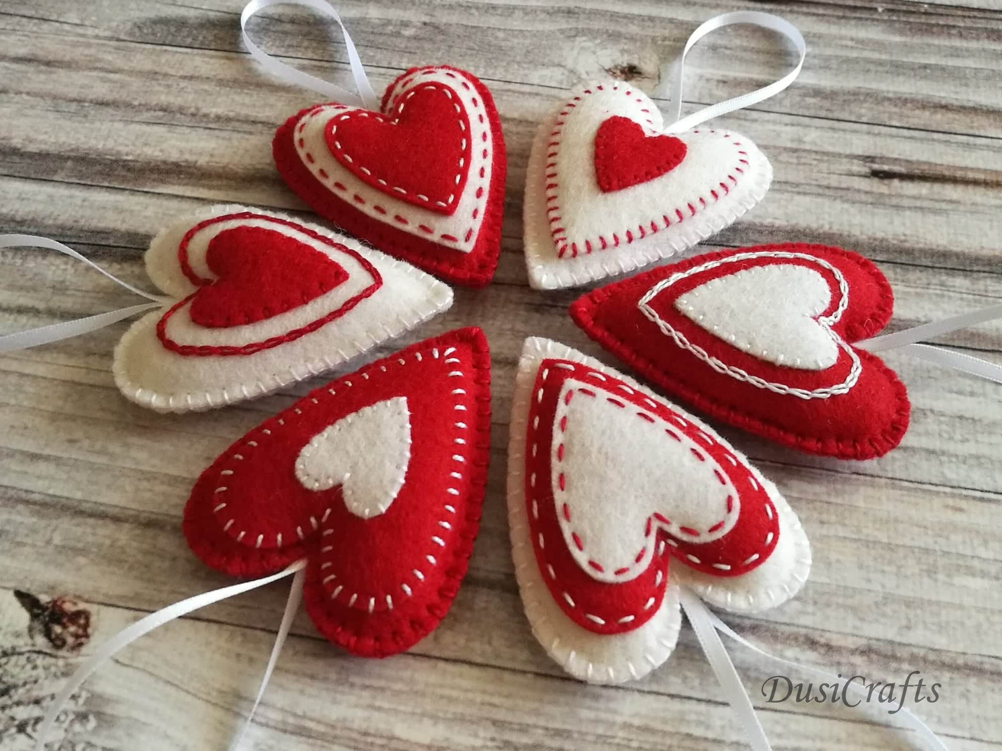 Set Of Felt Christmas Heart Ornaments Red And White Etsy Felt Birds Ornaments Felt Christmas Ornaments Felt Christmas