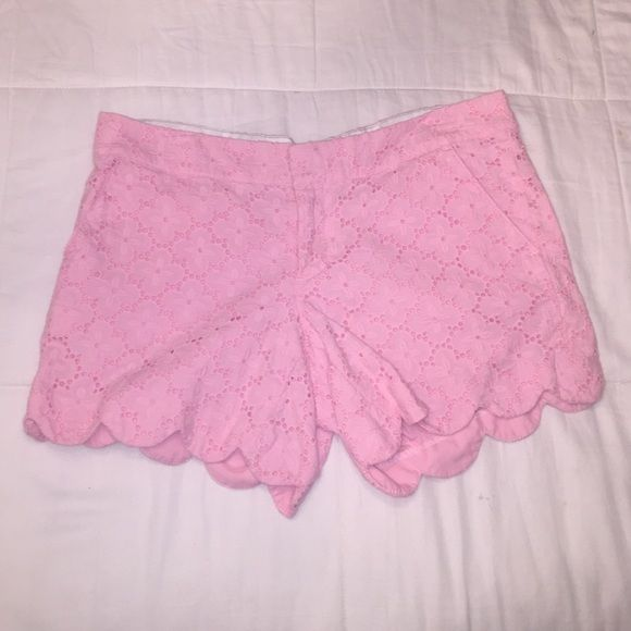 Lilly Pulitzer Buttercup scalloped lace shorts Pink lace, Scalloped. Size 6 Lilly Pulitzer Shorts