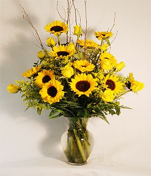 Sunflowers Roses Bouquet Small Flower Arrangements Sunflowers And Roses Flower Delivery
