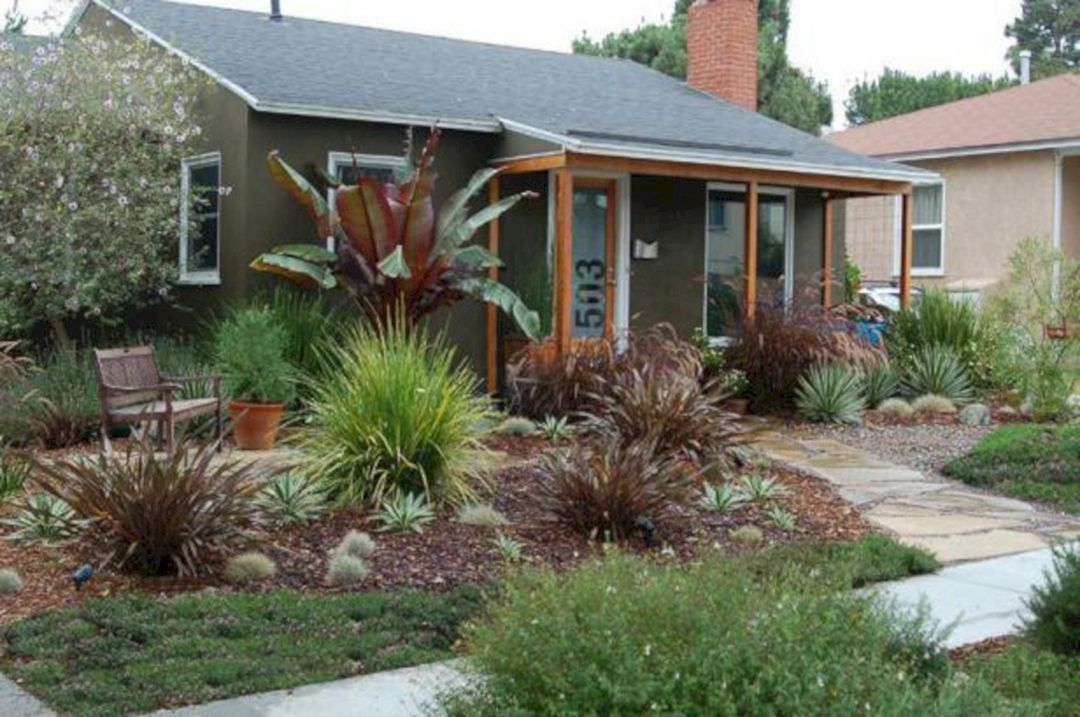Best 23 Simple And Beautiful Front Yard Landscaping On A Budget Low Maintenance Landscaping Front Yard Drought Tolerant Garden Drought Resistant Landscaping