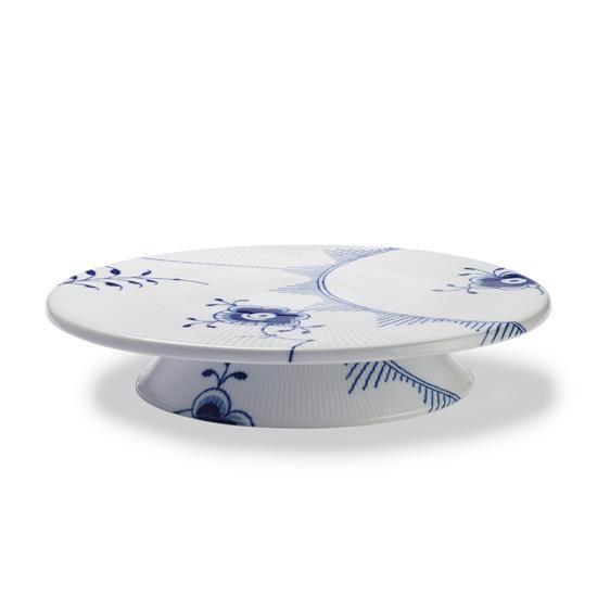 I would love to put my wedding cake on this Royal Copenhagen Dish on foot. Too bad it's 168euros or $224!