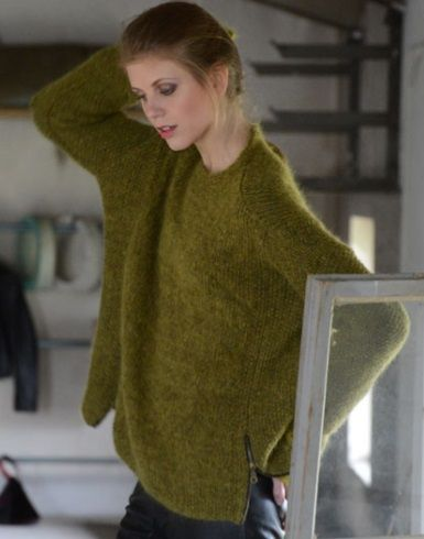 Knit a cool sweater in lovely yarn from the Norwegian company 'Du Store Alpakka' - find a free pattern on this sweater on the link.