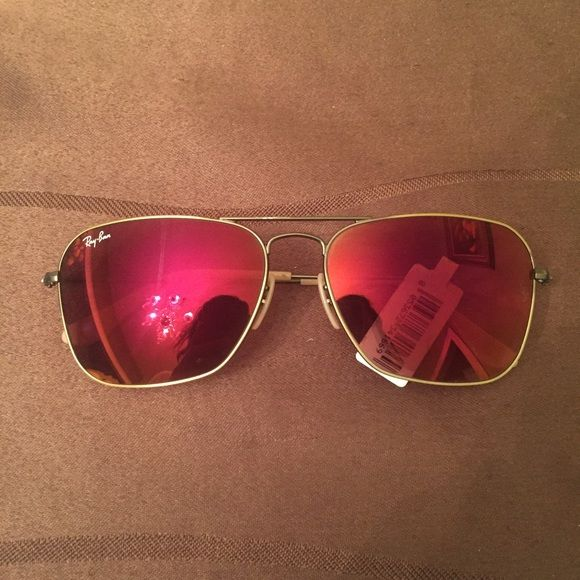 1a61d85b9fb Ray-Ban Aviator Sunglasses Ray-Ban Mirrored Caravan Aviator Sunglasses.  Only fault is tiny scratch on the metal in the last picture. No trades.