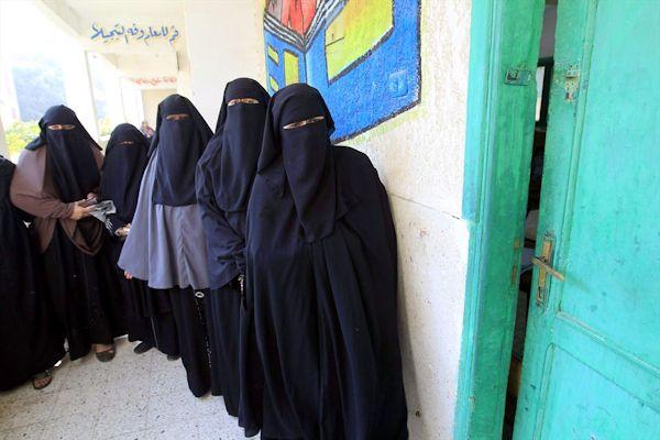 FOTOGALLERY -  Burqa vietato: da oggi donne a volto scoperto in mostre e uffici comunali - http://www.sostenitori.info/gallery/fotogallery-burqa-vietato-oggi-donne-volto-scoperto-mostre-uffici-comunali