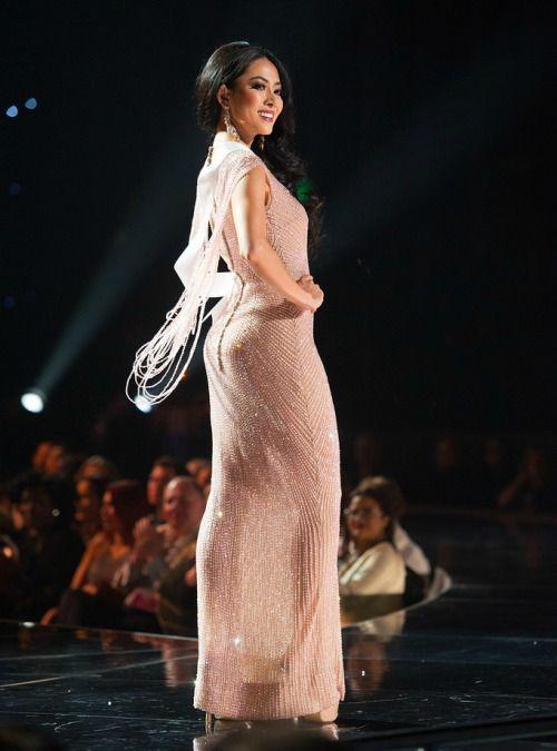 Anoche ocurrió la primera caída en Miss Universo;... - Yahoo Hoy