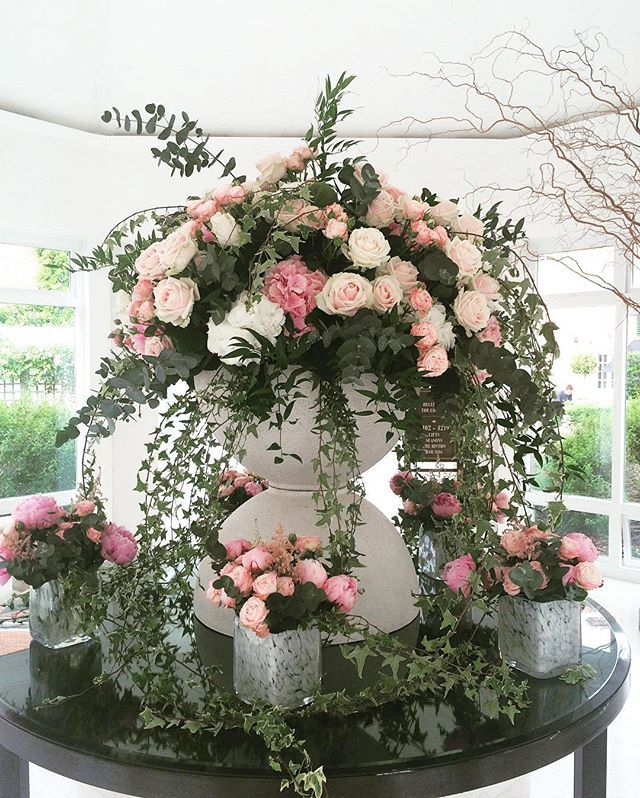 This overflowing floral arrangement by blomsterdesigns