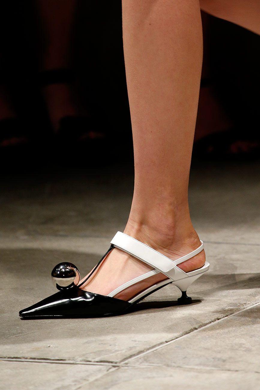 fcfc7d9e7b Zapatos Prada | Galería de fotos 3 de 19 | VOGUE | MODA en 2019 ...