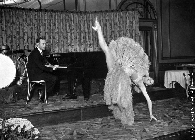 Pianist Jack Harris and dancer Vera run through a dress-rehearsal of a fan dance for the Dressmaker's Charity Ball. (Photo by S. R. Gaiger/Topical Press Agency/Getty Images). 22nd May 1930