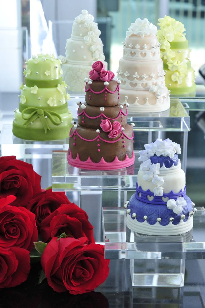 手のひらサイズのミニウェディングケーキ 小さいけど大きな幸せ詰まって
