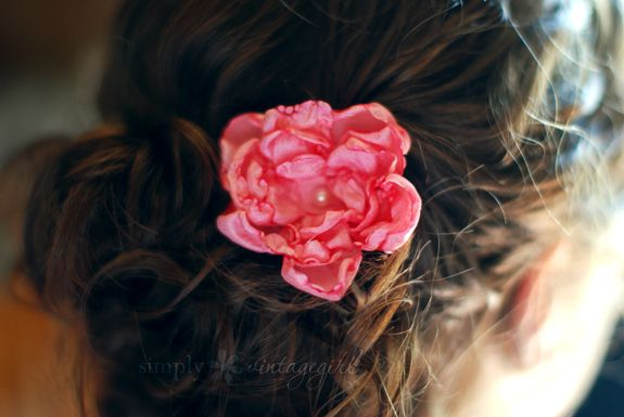 How to Make Fabric Flowers (Tutorial) by Simply Vintagegirl, via Flickr