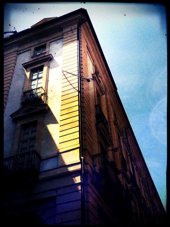 Arte contemporanea sui palazzi di torino il piercing di for Torino contemporanea