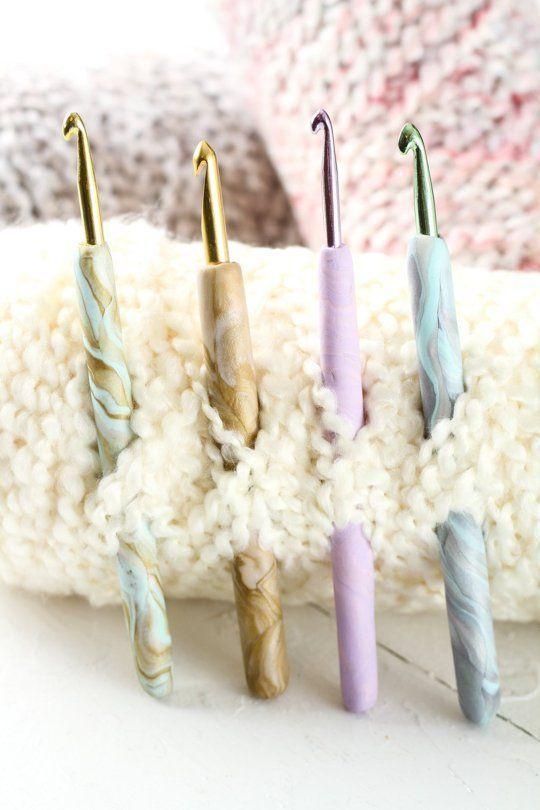 Idea de regalo de vacaciones hecho en casa: haga estos ganchos de ganchillo veteados