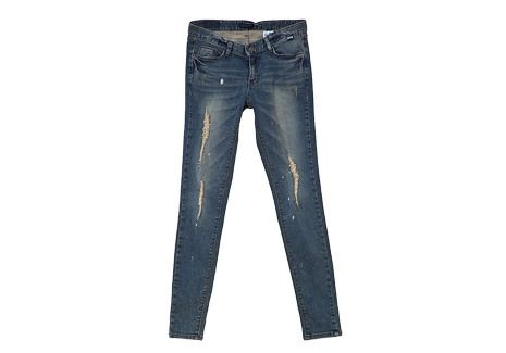 Goodbye to simple, boring days and hello to an exciting casual get-up with these distressed streak skinny jeans. The light distressed streaks down the front make up for the rugged look that will go well with a tee and sneakers. -Mid-rise -Five pockets -Button and zipper -Distressed -Skinny -Denim