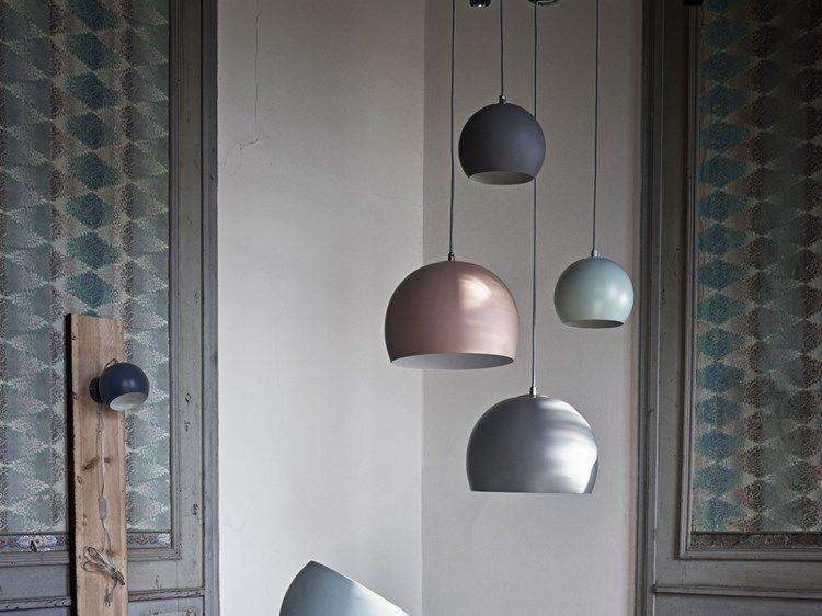 lampen ball er en klassiker den enkle formen og de mange fargene og variantene gj r at den. Black Bedroom Furniture Sets. Home Design Ideas
