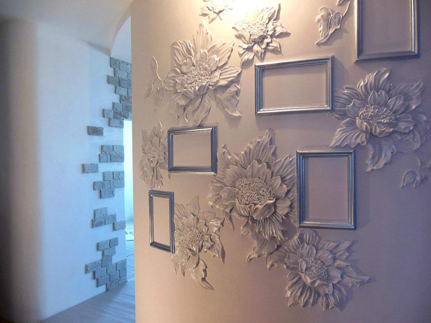 судя барельефы цветов на стене фото какие