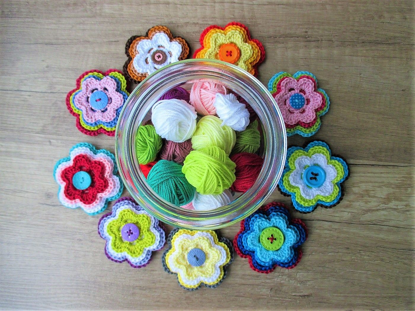 Crochet Flowers with buttons ♥ Pattern by Schneckenkind-Raphaelo ...