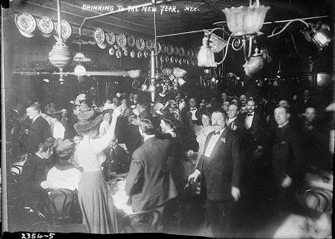 Amusing Vintage Photos From New Year S Eves Past New Year Celebration Newyear Photo