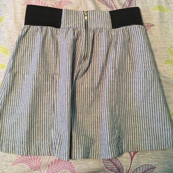 Skirt. Like new. No trades Front zipper Lily White Skirts Circle & Skater