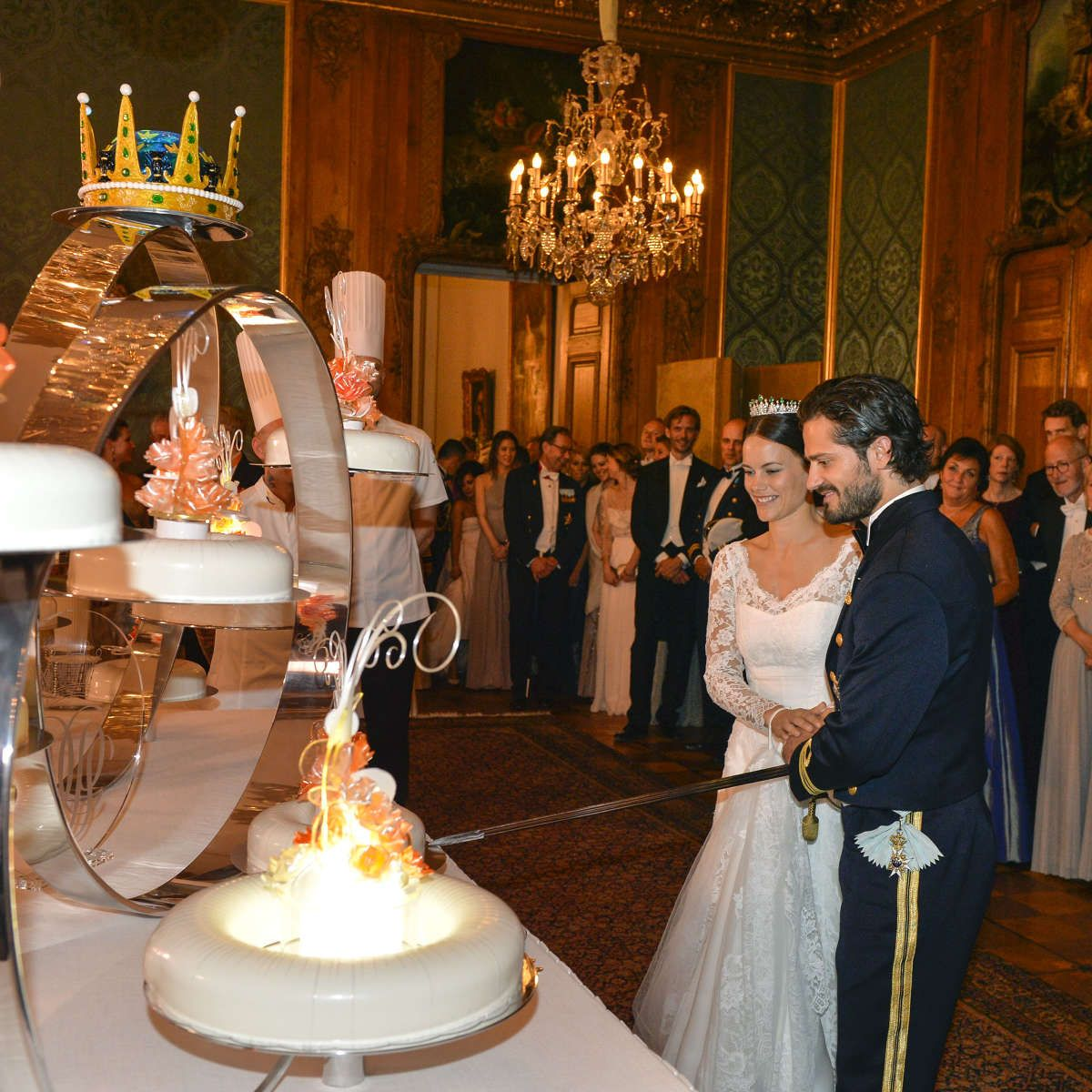 Prince Carl Philip And Sofia Hellqvist S Royal Wedding Royal Wedding Cake Prince Carl Philip Wedding Dinner