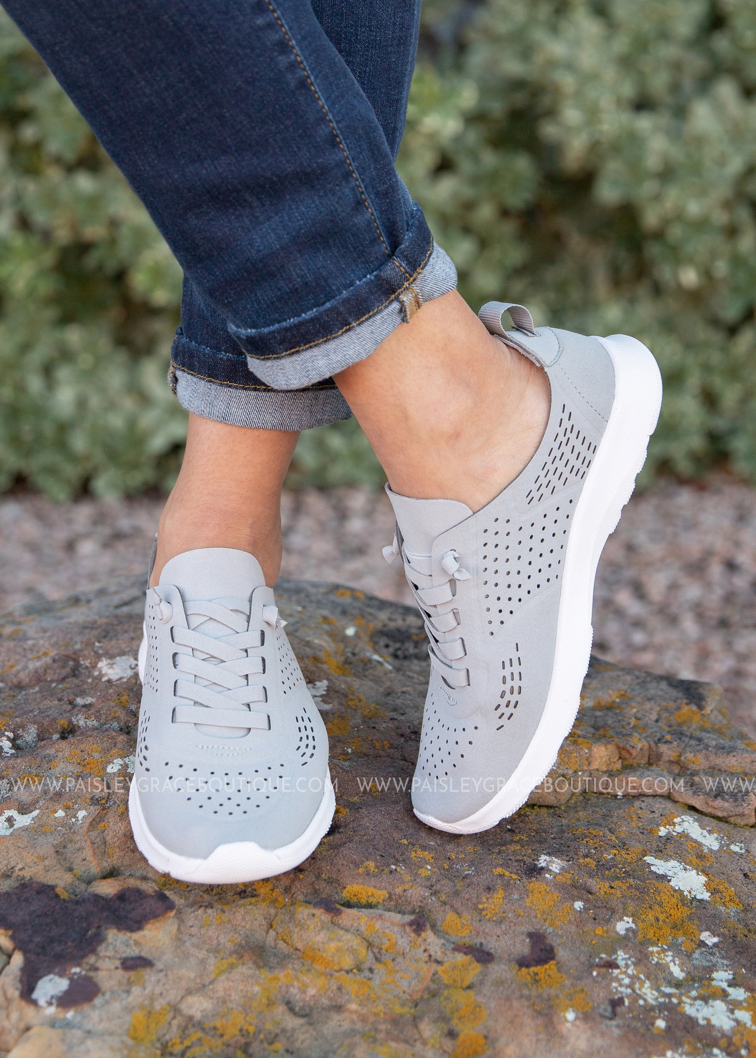Sneakers fashion outfits, Casual girl