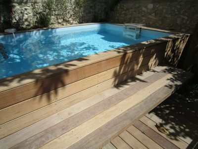 petite piscine pour maison de ville nos conseils pour une piscine urbaine swimming pools. Black Bedroom Furniture Sets. Home Design Ideas